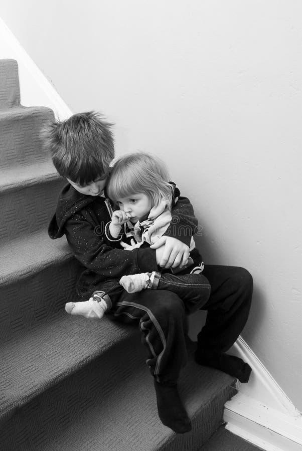 Enfants bouleversés photo libre de droits