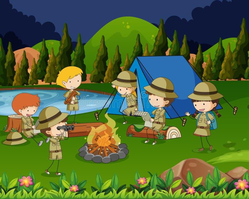 Enfants campant dans les bois illustration libre de droits