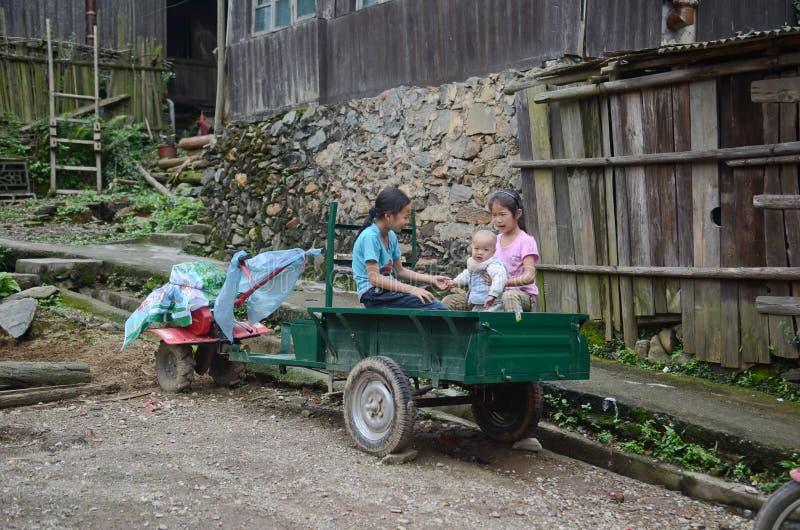 Enfants chinois de minorité images stock