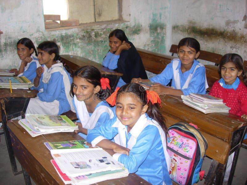 Enfants comme le temps d'école photo libre de droits