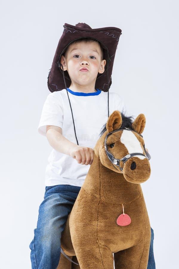Enfants Consepts Portrait petit de B caucasien fier et arrogant photographie stock