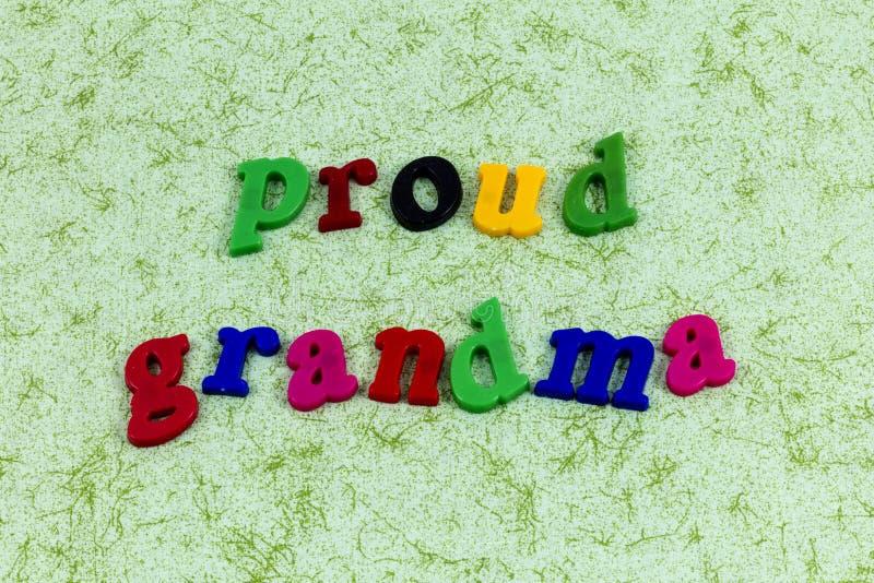Enfants d'amour fiers de famille de parent de maman de gramma de grand-maman photographie stock libre de droits