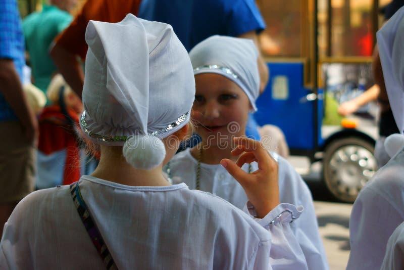 Enfants dans jouer de mascarades photographie stock