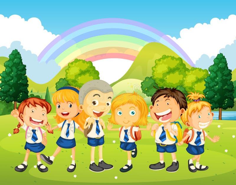 Enfants dans l'uniforme se tenant en parc illustration stock