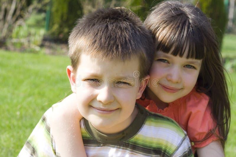 Download Enfants dans le jardin image stock. Image du soeur, yeux - 727035