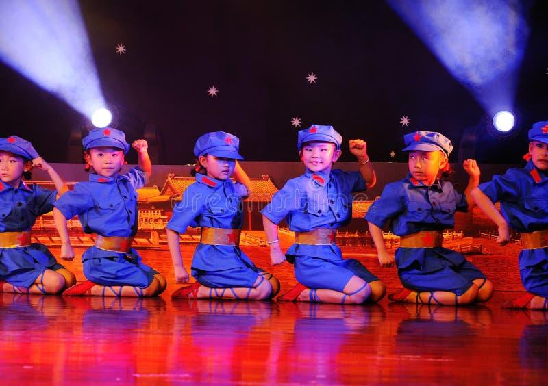 Enfants dans le rendement de danse image libre de droits
