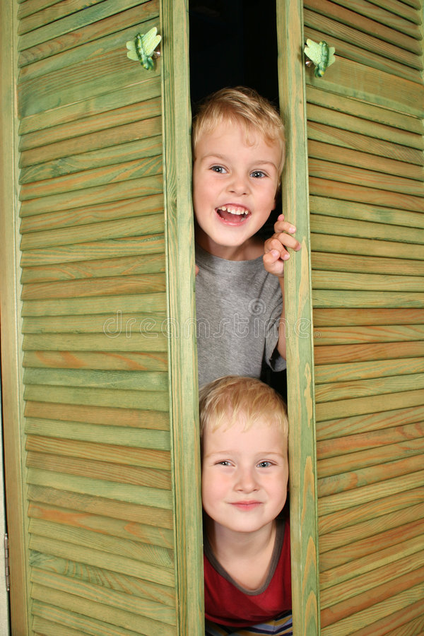 Enfants de cabinet photo libre de droits