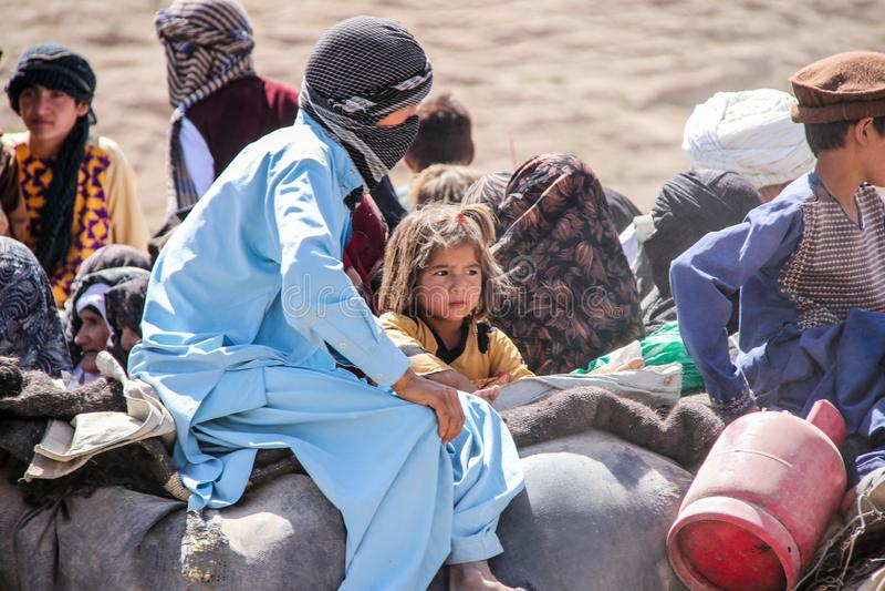 Enfants de camp de réfugié de l'Afghanistan dans le nord-ouest pendant la saison de combat moyenne images libres de droits