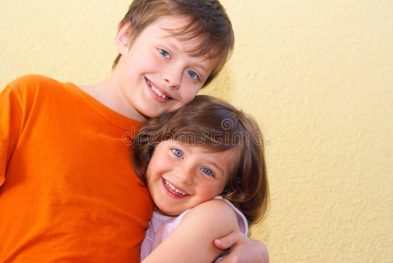 Enfants de fille de garçon photos libres de droits