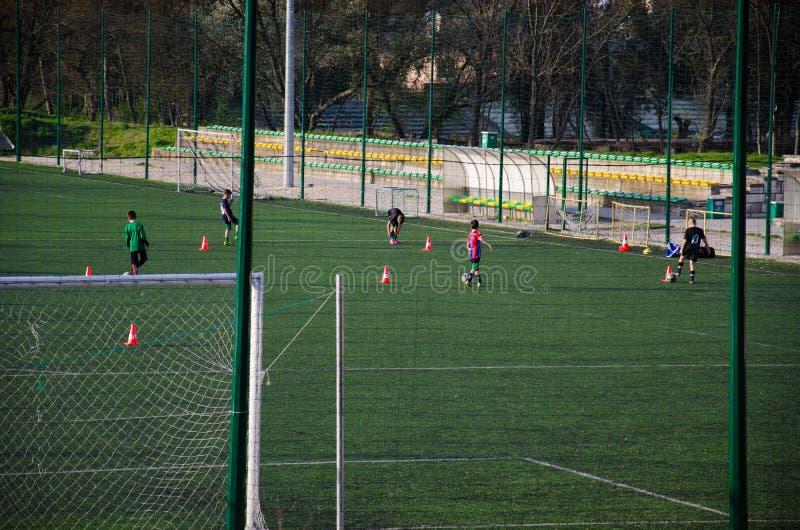Enfants de formation du football du football image libre de droits