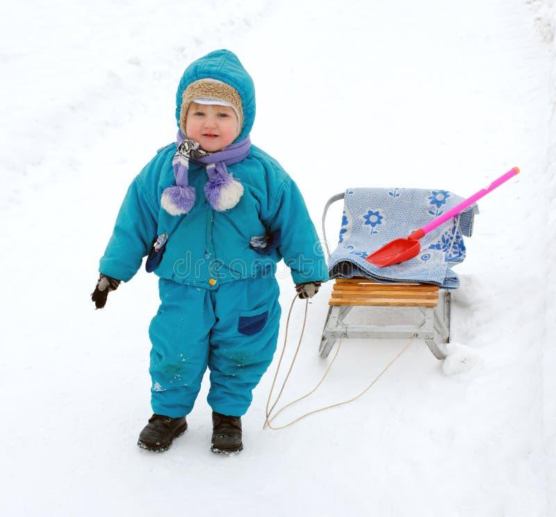 Enfants de jeux de l'hiver photo stock