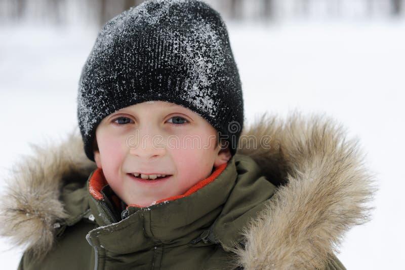 Enfants de jeux de l'hiver photos stock