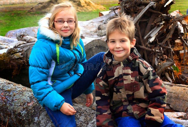 Enfants de mêmes parents photo stock