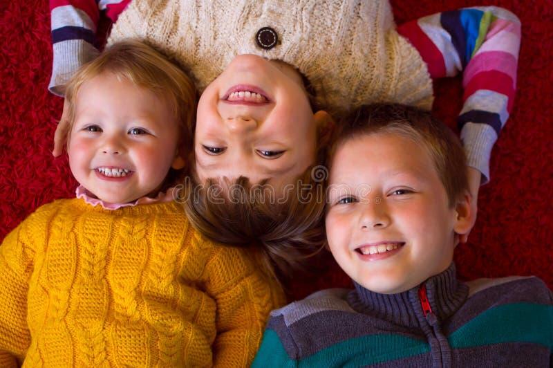 Enfants de mêmes parents adorables image libre de droits