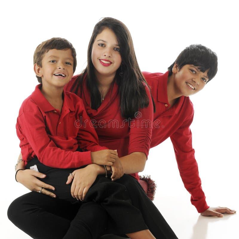 enfants de mêmes parents deux Non, trois ! images libres de droits