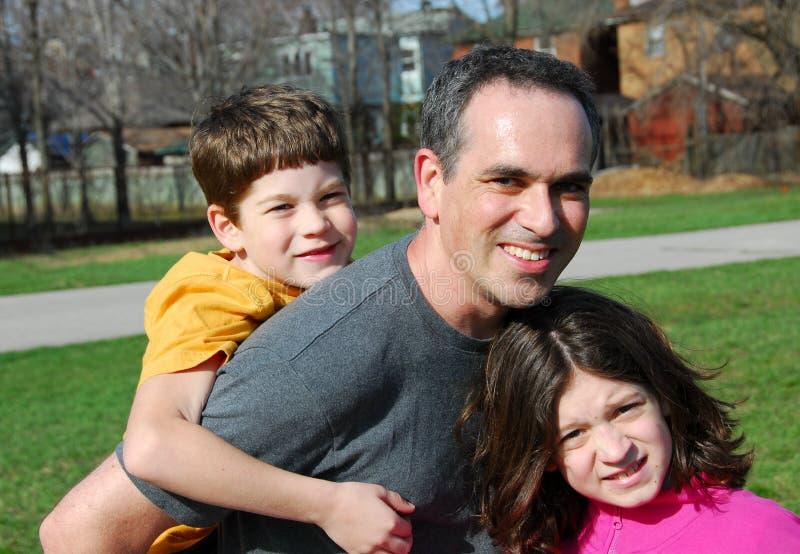 Enfants de père de famille images stock
