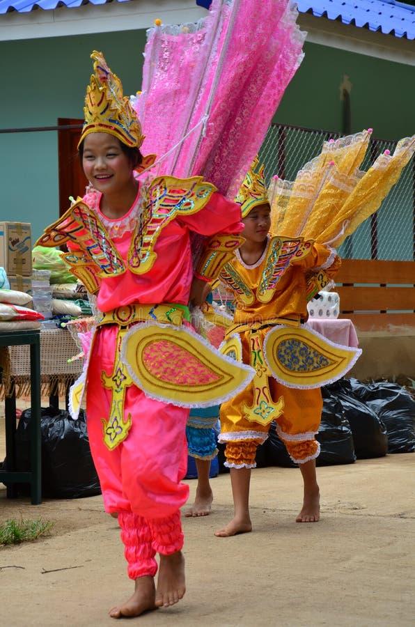 Enfants de Shan ils danse de kinnari d'exposition pour le voyageur image libre de droits