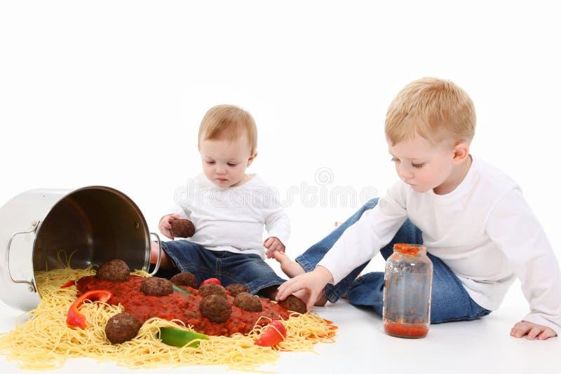 Enfants de spaghetti image stock