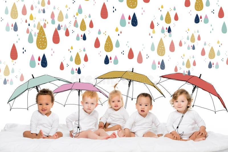 Enfants en bas âge multi-ethniques mignons image stock