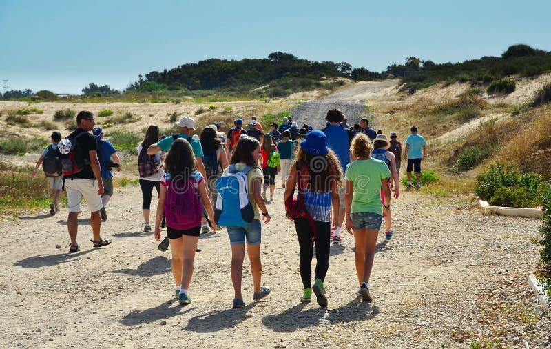 Enfants en excursion sur le terrain photo libre de droits