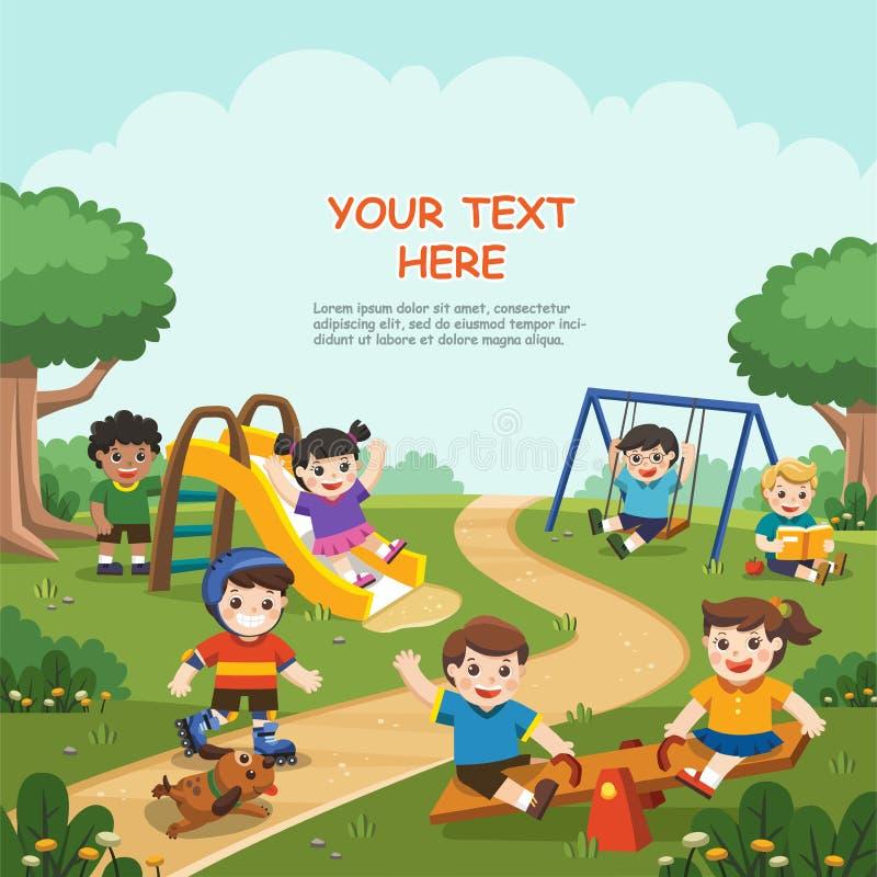 Enfants enthousiastes heureux ayant l'amusement ensemble sur le terrain de jeu illustration stock