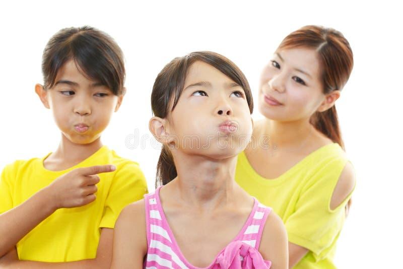 Enfants fâchés avec la mère photographie stock libre de droits