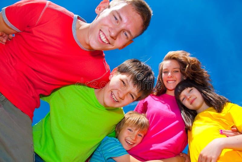 Enfants heureux images stock