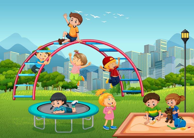 Enfants heureux dans le terrain de jeu illustration libre de droits
