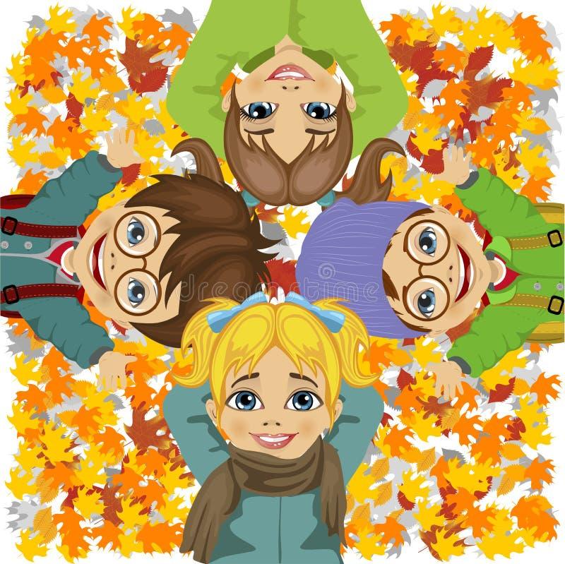 Enfants heureux se trouvant sur les feuilles d'automne colorées en parc illustration stock