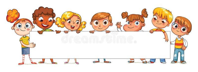 Enfants heureux tenant l'affiche vide illustration libre de droits