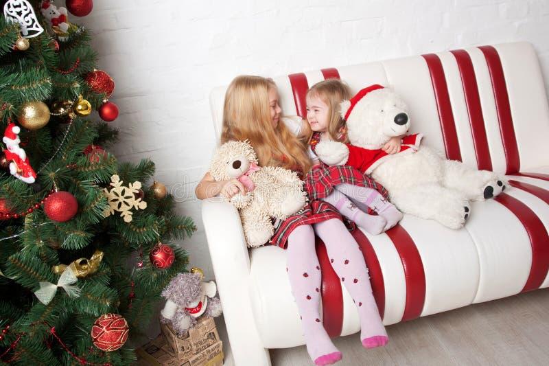 Enfants heureux Vacances d'hiver image libre de droits