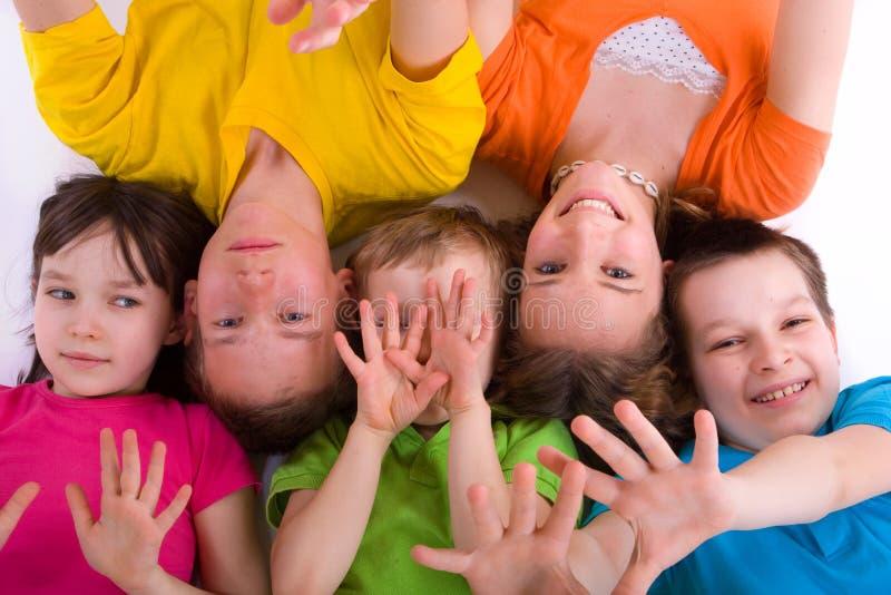 Enfants jouant avec des mains images stock