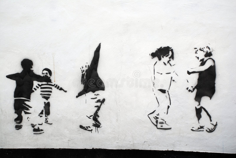 Enfants jouant l'art de pochoir illustration libre de droits