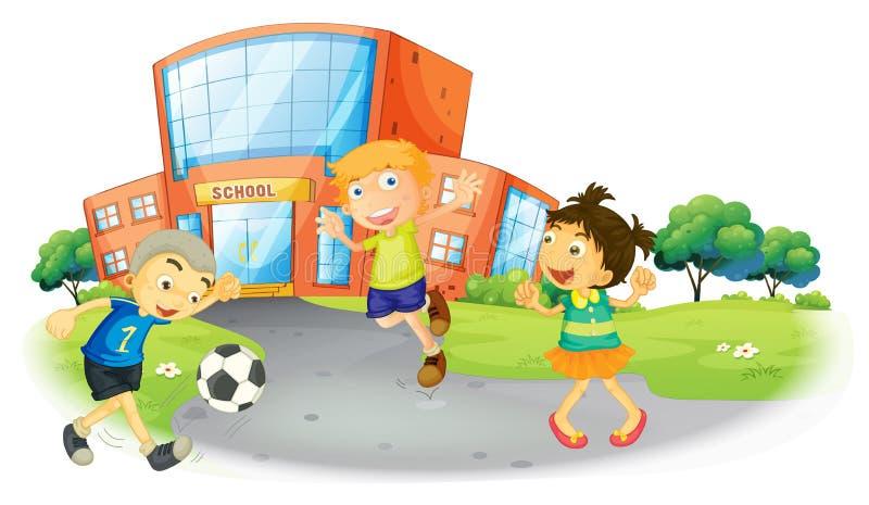Enfants jouant le football à l'école illustration stock