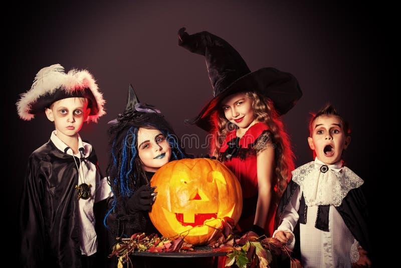 Download Enfants magiques image stock. Image du foncé, ghost, garçons - 45362489