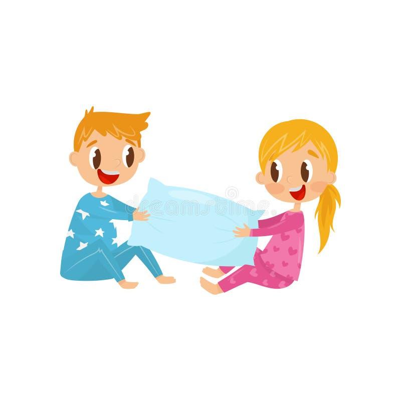 Enfants mignons dans des pyjamas jouant avec l'oreiller Frère et soeur ayant l'amusement ensemble Enfance heureux Conception plat illustration stock