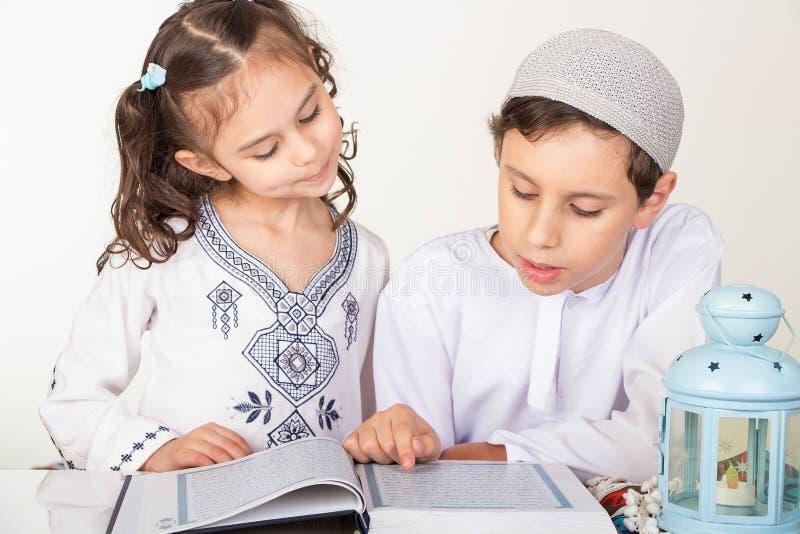 Enfants musulmans dans Ramadan photos libres de droits