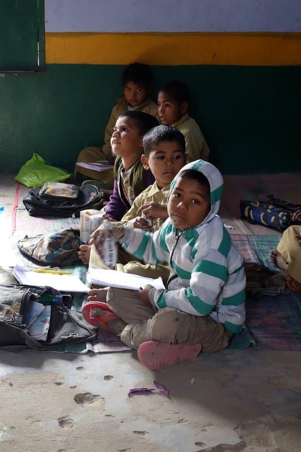 Enfants ruraux indiens d'école images libres de droits
