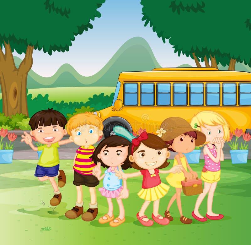 Enfants se tenant prêt le schoolbus illustration de vecteur