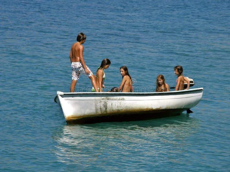 Enfants sur le bateau 2 images libres de droits