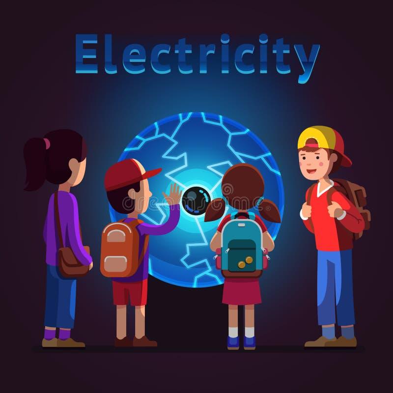 Enfants touchant la boule de plasma au musée de l'électricité illustration libre de droits