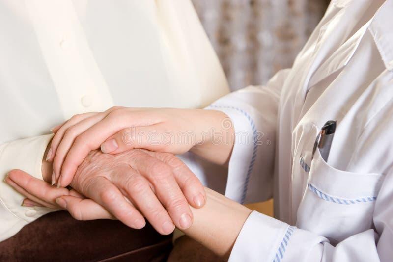 Enfermeira e sénior fotografia de stock royalty free