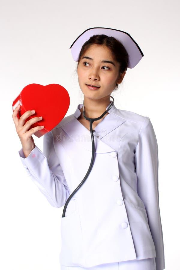 Enfermeira e símbolo do coração fotos de stock royalty free