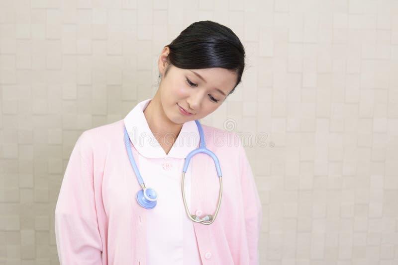 Enfermera asiática cansada fotos de archivo libres de regalías