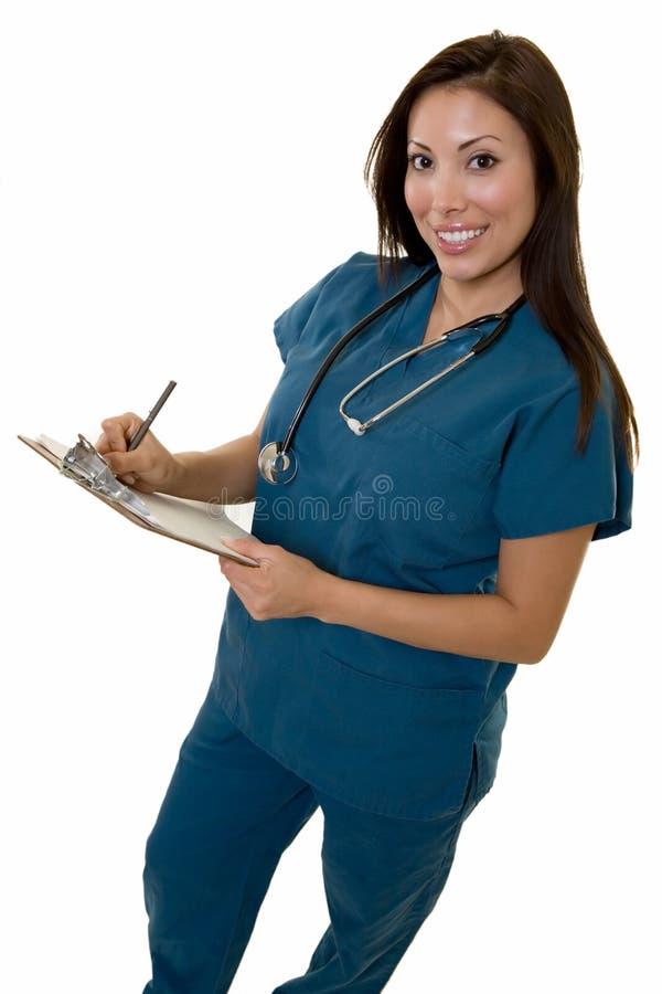 Enfermera cómoda con la carta fotos de archivo