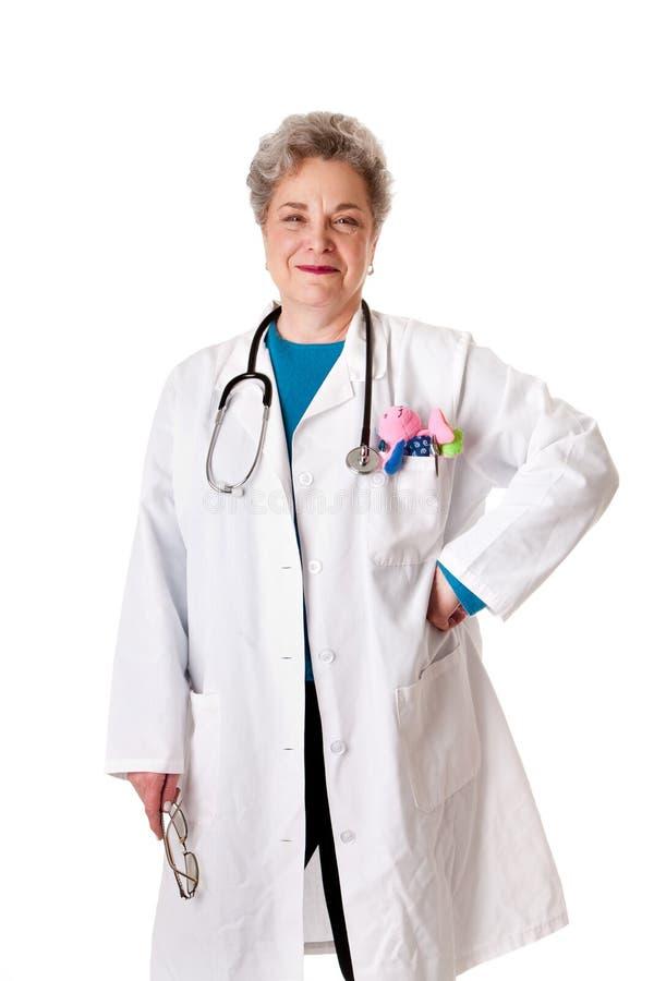 Enfermera cómoda sonriente feliz del doctor del pediatra imagenes de archivo