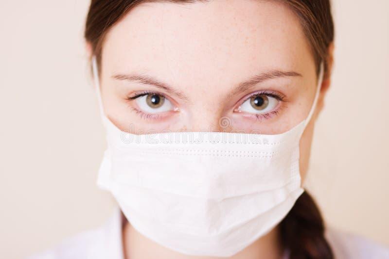Enfermera con la máscara imagen de archivo