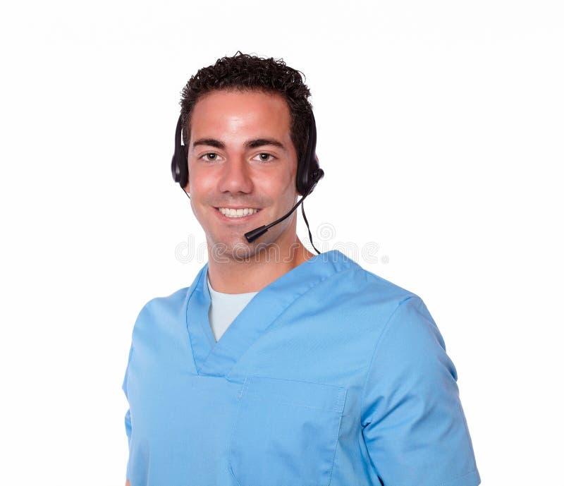 Enfermera de sexo masculino atractiva con la sonrisa de los auriculares imagen de archivo libre de regalías