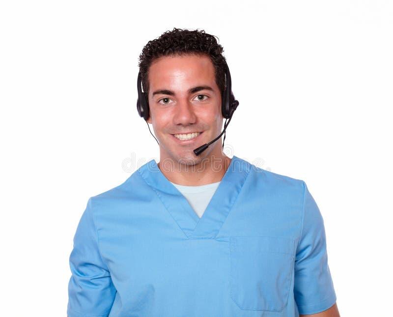 Enfermera de sexo masculino hermosa con la sonrisa del auricular imagen de archivo libre de regalías