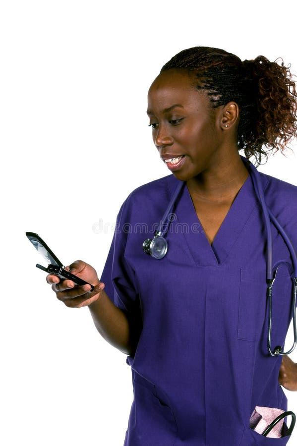 Enfermera del teléfono celular imagenes de archivo